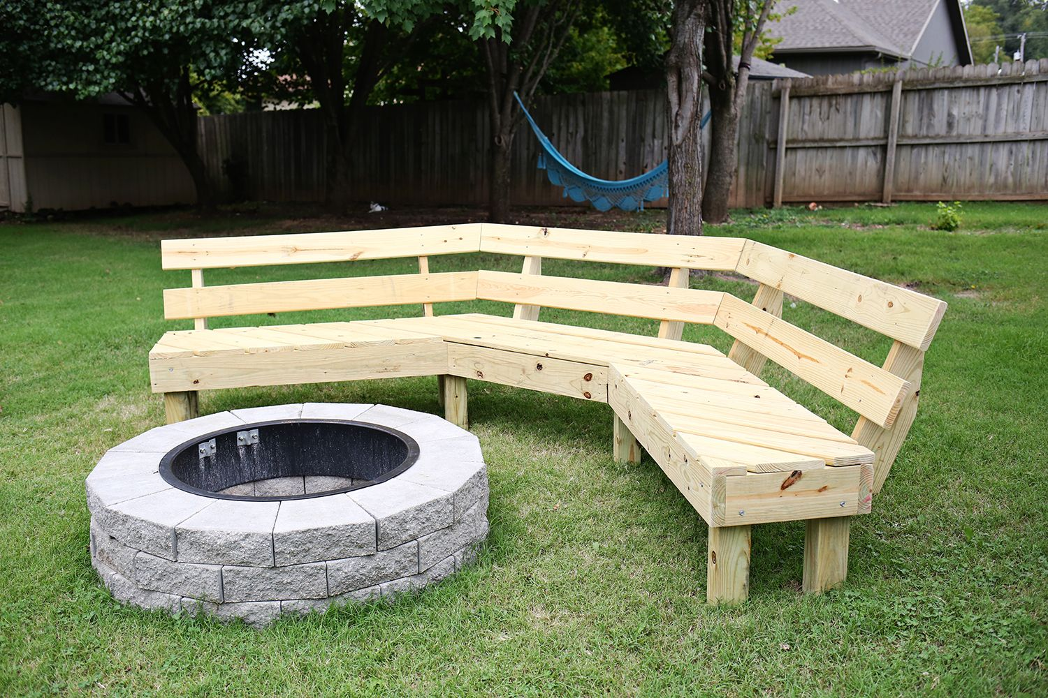 Build Your Own Curved Fire Pit Bench A Beautiful Mess Outdoor Fire Pit Area Backyard Fire Fire Pit Bench