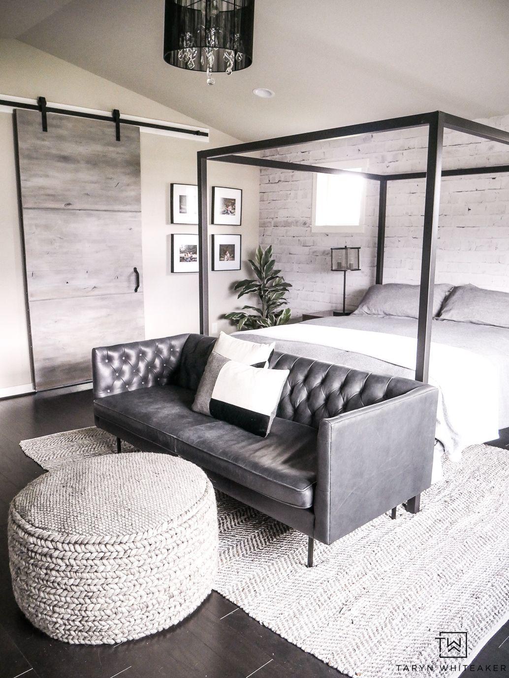 Master Bedroom Seating Area - Taryn Whiteaker in 5  Bedroom