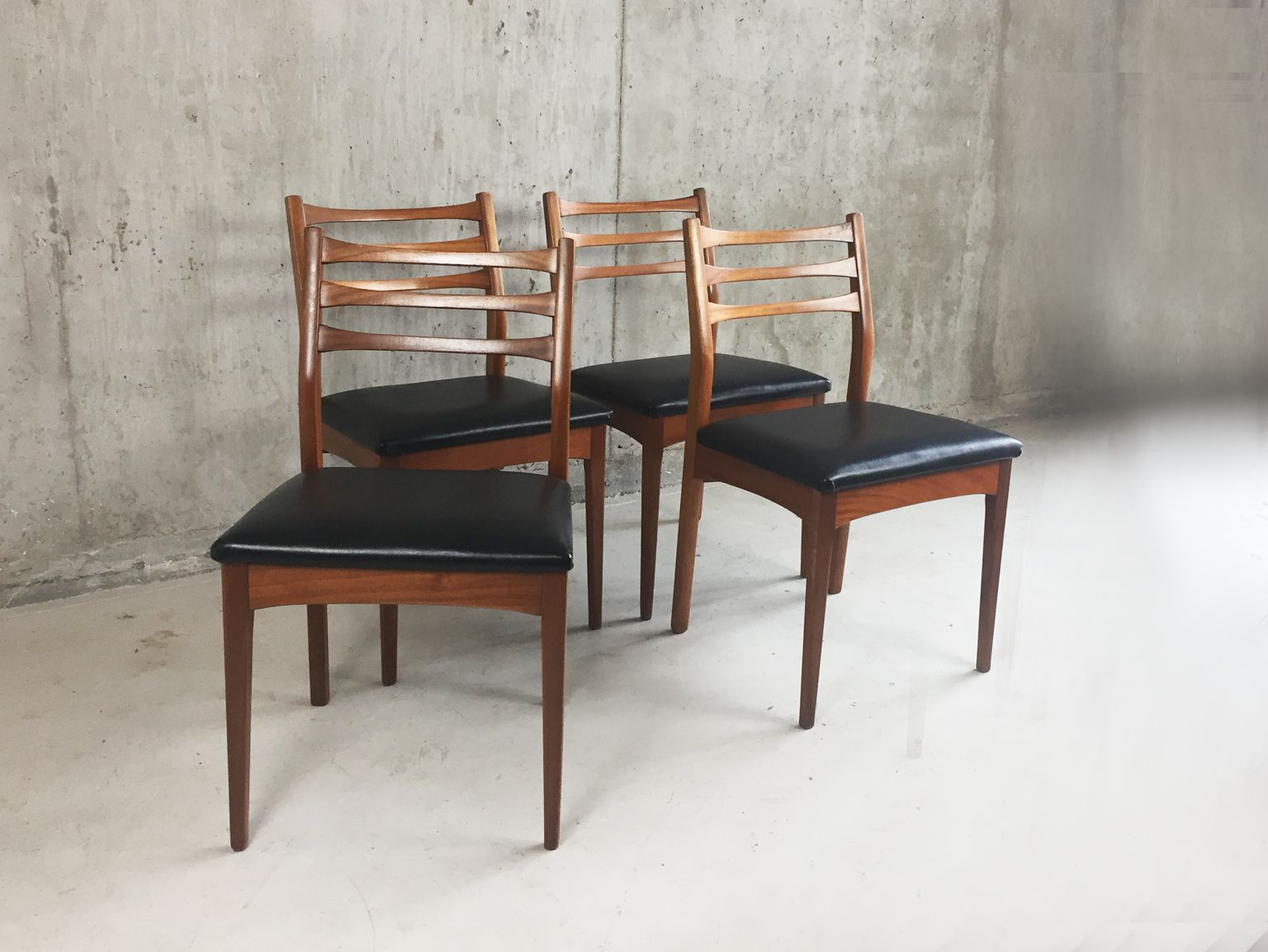 Set Of Four Johannes Andersen Teak Dining Chairs For Mm Moreddi Denmark Dining Chairs Teak Dining Chairs Chair