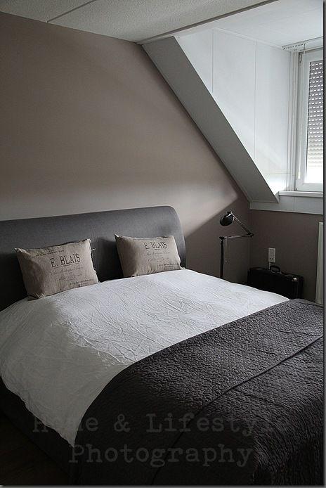 Warme kleuren Matte krijtverf op de muur  Slaapkamer in