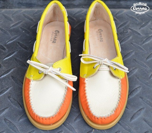 Naútico combinado en cuero floter graneado en color naranja/amarillo/tiza. Suela goma Febo cosida en color caramelo. Consultar por Stock disponible antes de...