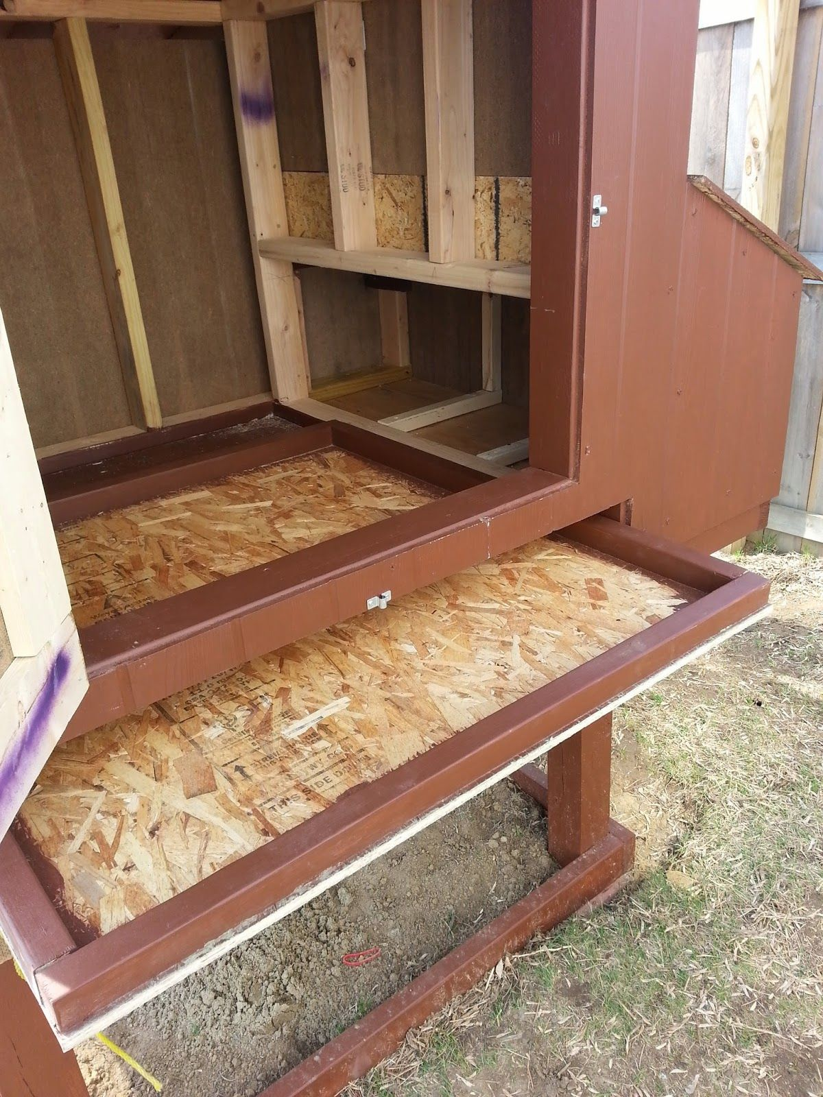 Easy to clean chicken coop add latch on right and of front