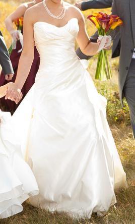 Casablanca Cb Couture B032 Find It On Preownedweddingdresses Com Wedding Dresses Preowned Wedding Gowns Casa Blanca Wedding Dress