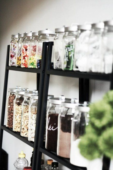 I would love a pantry full of Mason Jars just like this. <3