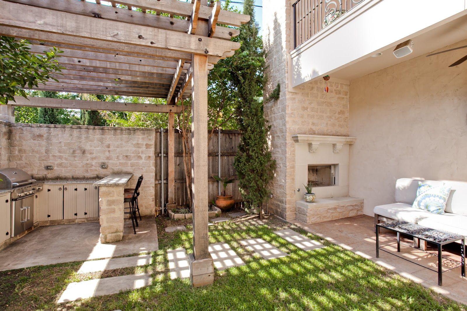 Hip Pocket: 2717 N Henderson Dallas TX   Backyard, Patio ... on Attached Outdoor Living Spaces id=37536