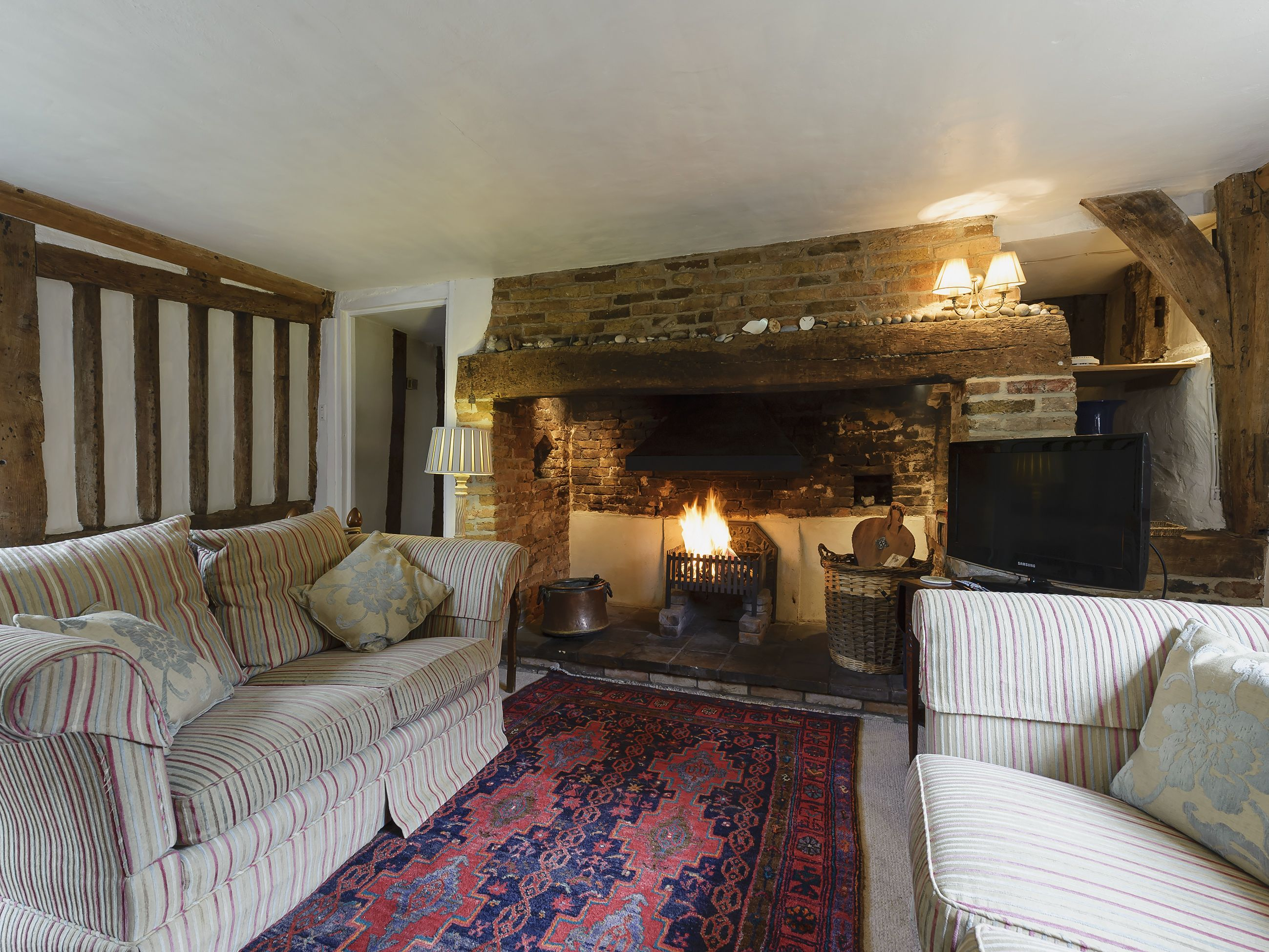 Thatched Cottage Ref Ukc2025 In Sternfield Near Aldeburgh Suffolk Cottages Com Thatched Cottage Cottage Country Interior
