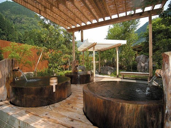 Outdoor Japanese Ofuro Soaking Tubs Wood Pergola Spa Experience In The Garden