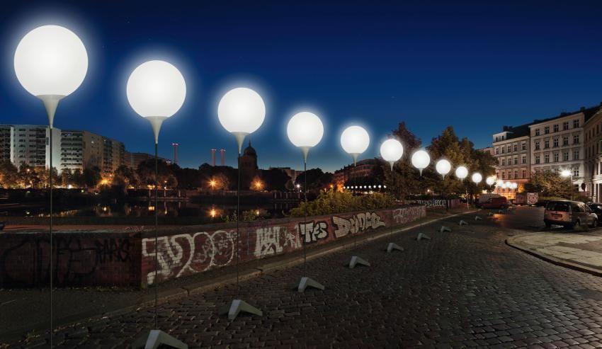 Foto: Daniel Buche Após 25 anos da queda, balões recriam Muro de Berlim