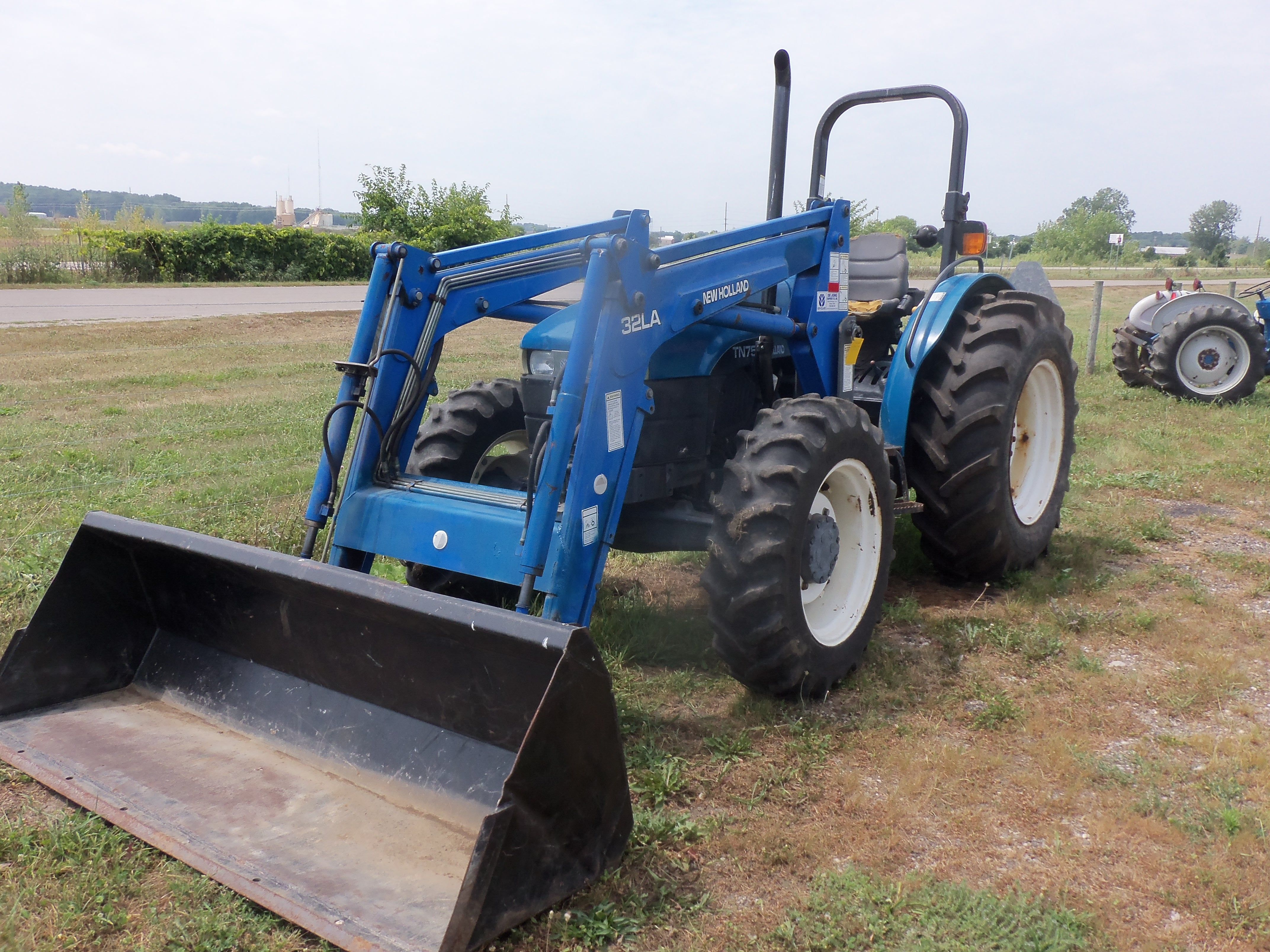 New Holland TN75 with 32LA loader