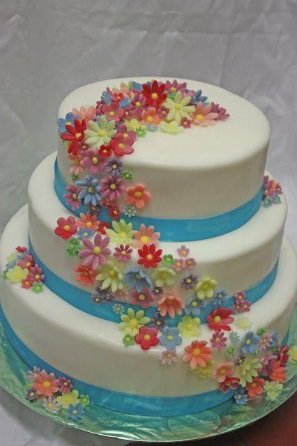 Hochzeitstorte Weiss Und Turkis Mit Bunten Blumen Sommerhochzeit In