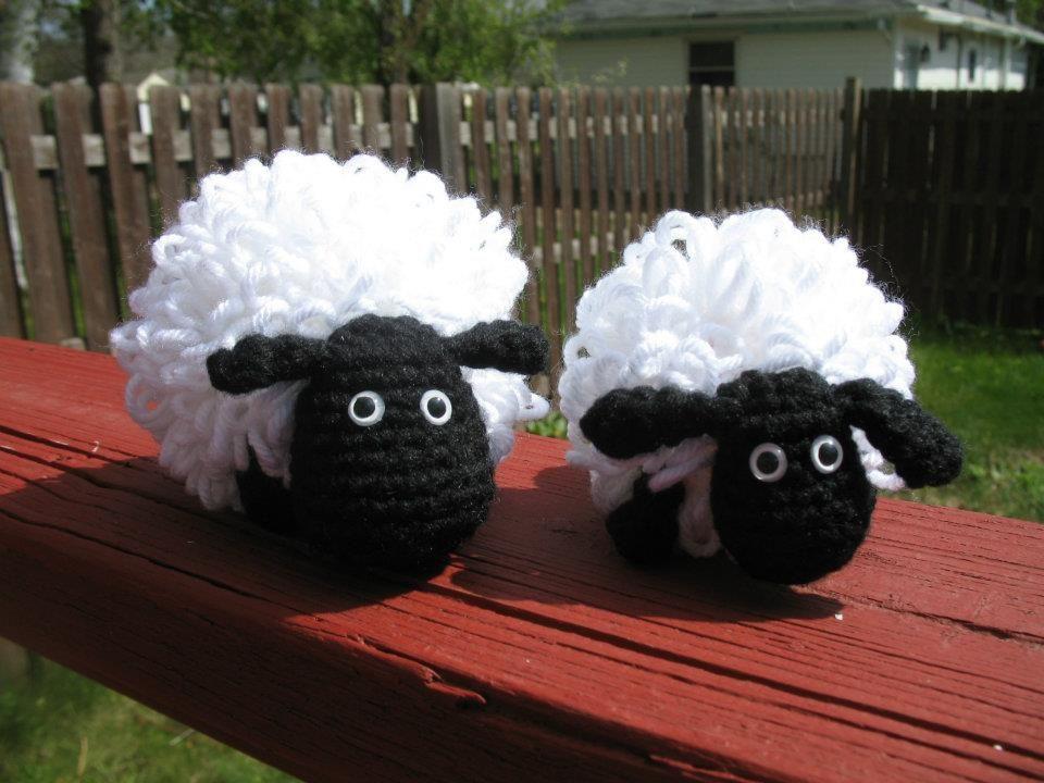 Free Amigurumi Lamb : Free crochet pattern small bobble sheep emma fields
