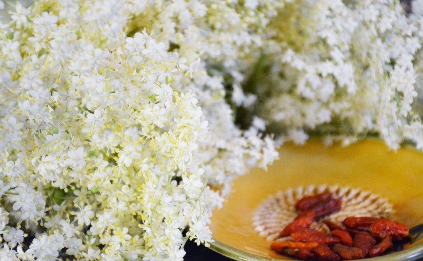 Wiosenny Przysmak Z Kwiatow Dzikiego Bzu Skosztuj To Slow Food Food Feta Feta Cheese