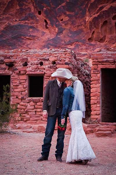 Valley Of Fire Wedding Packages In Las Vegas NV At Chapel The Flowers