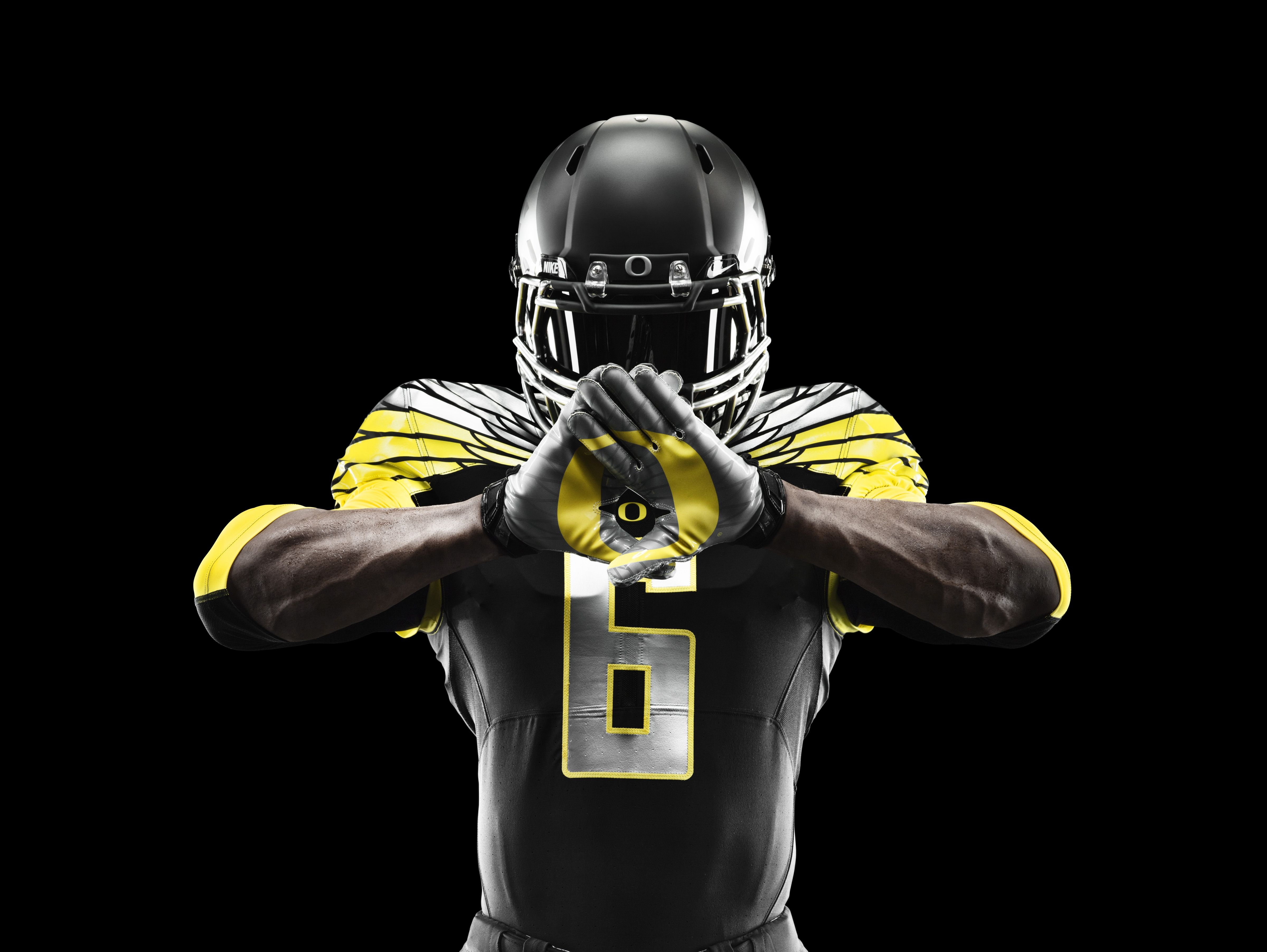 los angeles 200ab 8a957 Nike Reveals Innovative New 'Mach Speed' Uniforms for Oregon ...