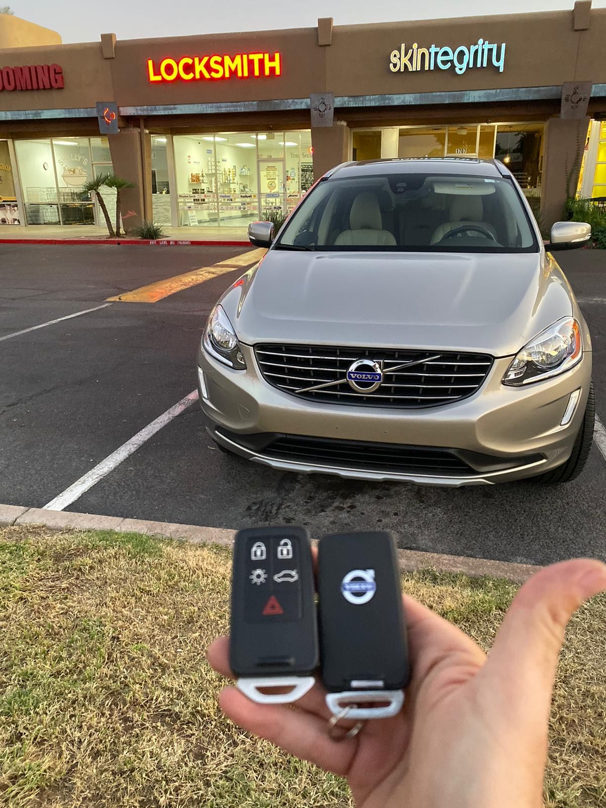 2016 Volvo Xc60 5 Button Smart Key Spare Smart Key Duplication Locksmith Smart Key Car Key Replacement