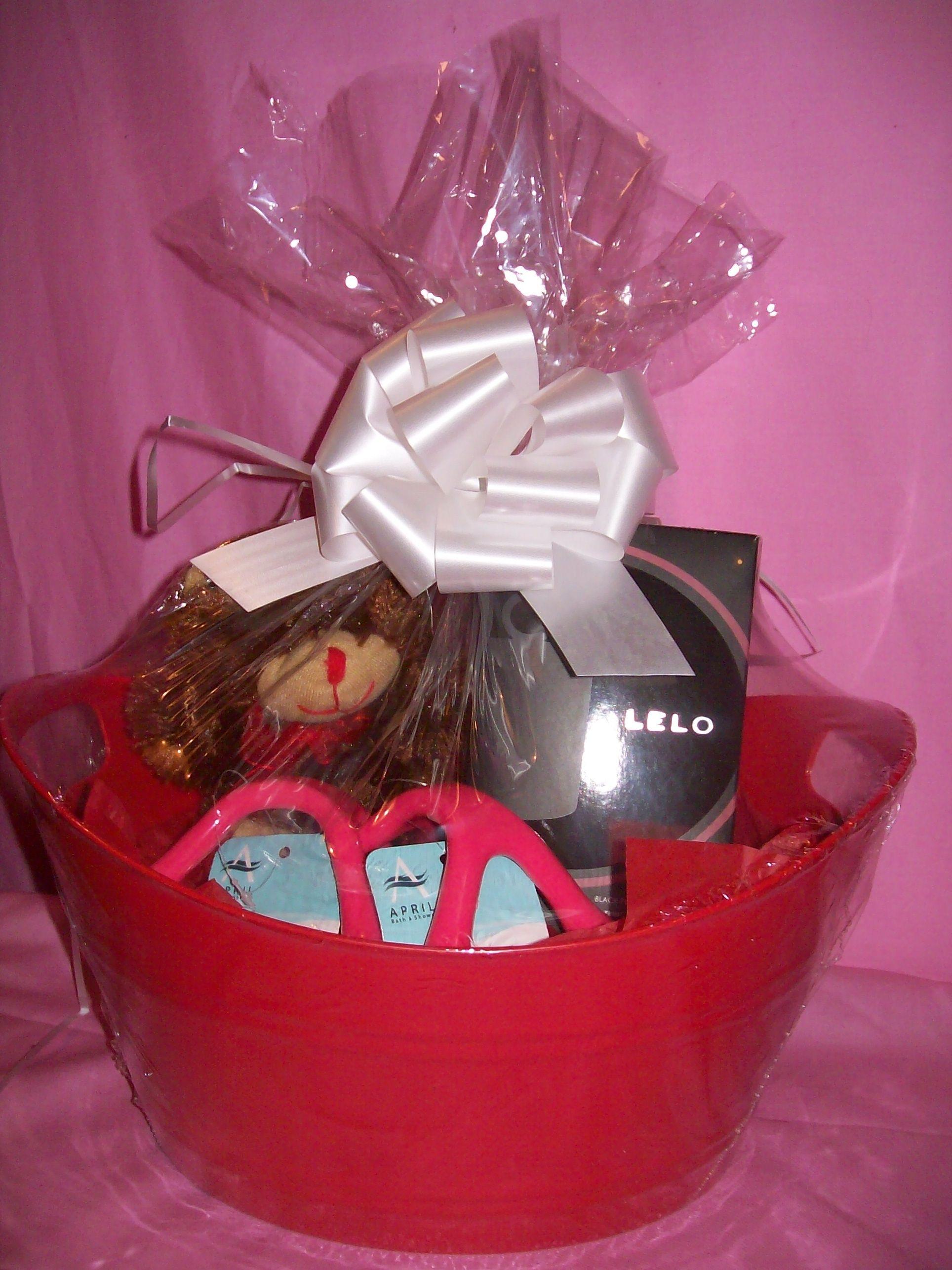 Lelo Massage Gift Basket: Massage Oil Candle in Black Pepper ...