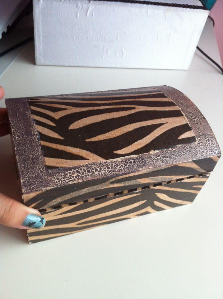 Joyero de madera forrado con papel estilo zebra