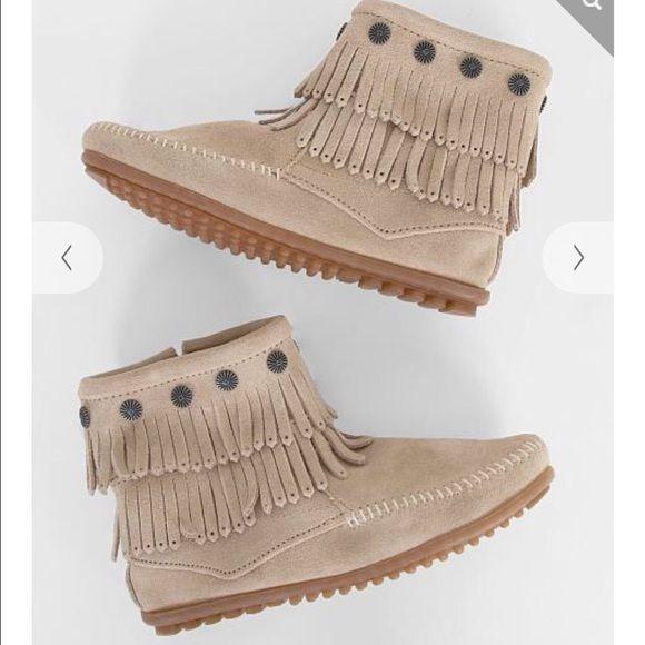 Minnetonka moccasin boots Brand new in box never worn Minnetonka Shoes Moccasins