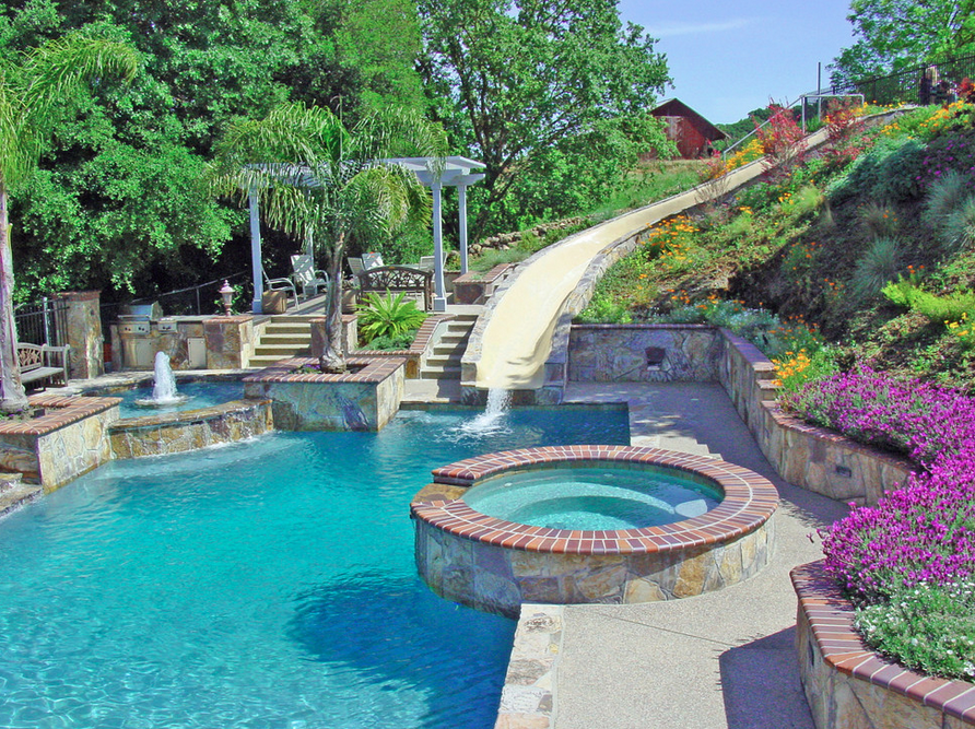 20 awesome swimming pools with water slides