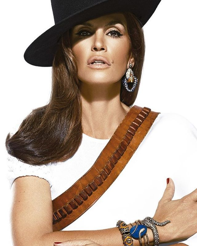 #CindyCrawford cumple 51 años y qué mejor forma de celebrarla que recordando nuestra edición de mayo 2014 inspirada en #MaríaFélix! #birthdaygirl #topmodel #fashionicon #hot : @johnrussophoto  via MARIE CLAIRE MEXICO MAGAZINE OFFICIAL INSTAGRAM - Celebrity  Fashion  Haute Couture  Advertising  Culture  Beauty  Editorial Photography  Magazine Covers  Supermodels  Runway Models