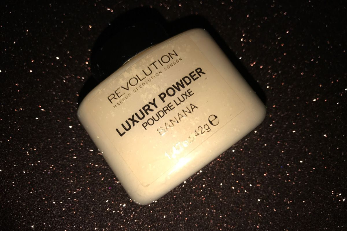 Makeup revolution luxury banana powder review Makeup