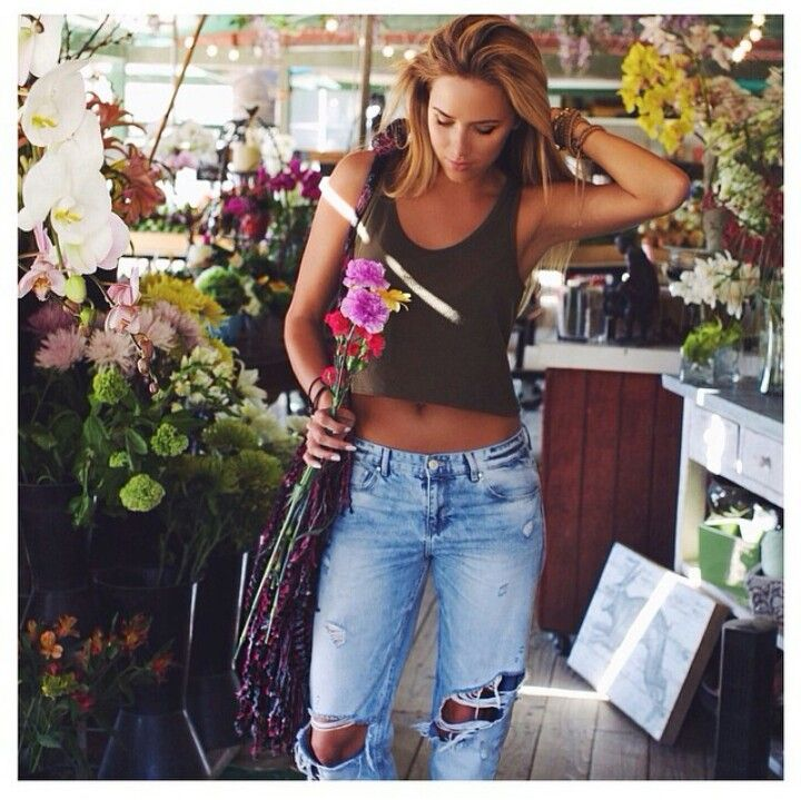 I wouldnt wear a crop top- but a loose tank top with the ripped jeans are  perfect for a casual spring/summer outfit.