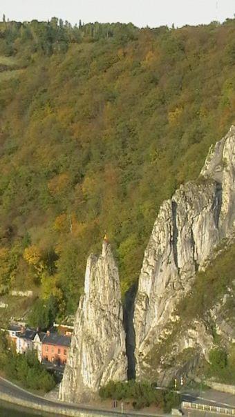 Le rocher Bayard de Dinant, l'un des toponymes liés à la légende les plus connus.