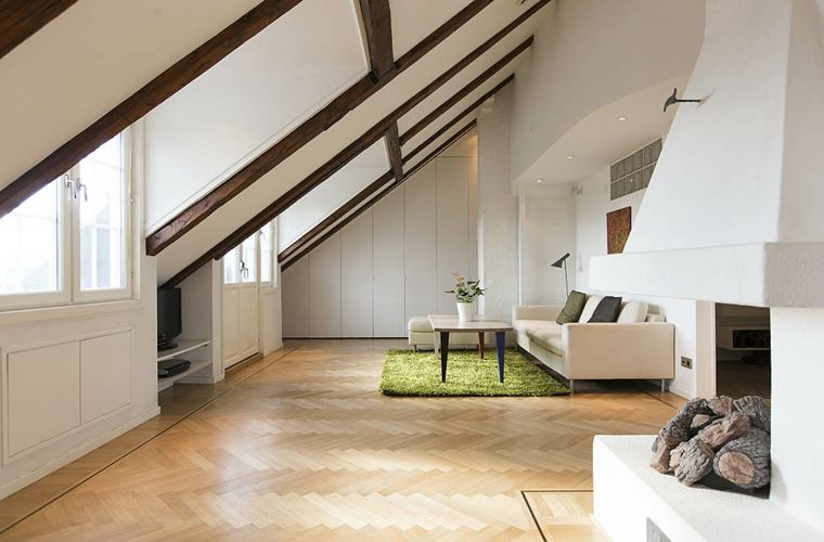 Tappeto Salotto Verde : Soggiorno ampio e moderno arredato con un divano bianco camino