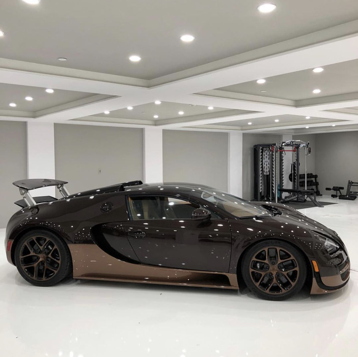 Bugatti Veyron Grand Sport Vitesse Painted In Black And: Bugatti Grand Sport Vitesse In Fully Exposed Brown Carbon