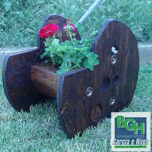 Reciclar muebles bobina de madera convertida en macetero - Maceteros de madera ...