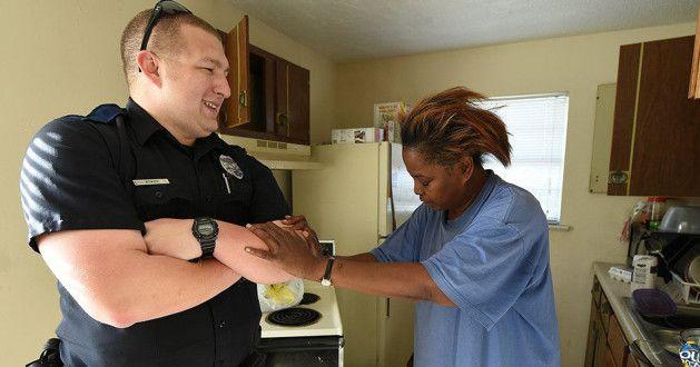 Pega em flagra, veja o que este policial fez quando viu o que esta mulher estava roubando