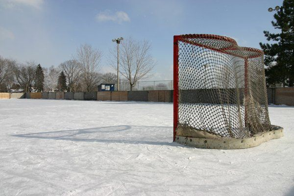 How to Build a Backyard Hockey Rink (With images ...