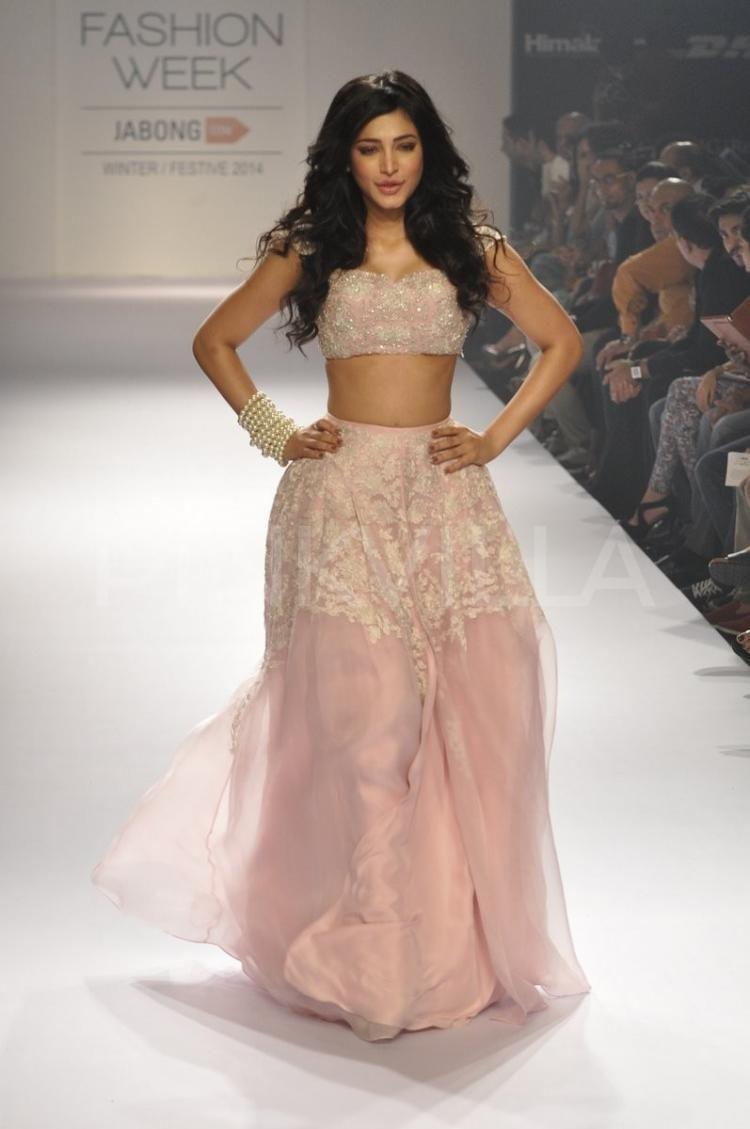 Shruti Haasan showcases Shehla Khan's latest collection 7