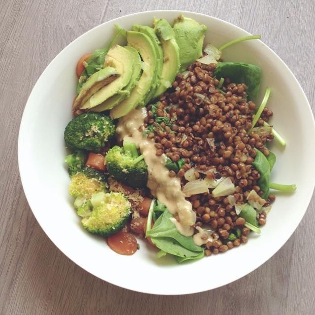 レシピとお料理がひらめくSnapDish - 46件のもぐもぐ - Broccoli and carrot cooked with tamari • lentils with white onion and cilantro on spinach • avocado • tahini • sprinkled with lemon juice by Rianne
