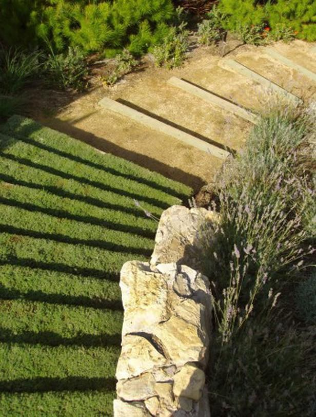 Landscaped Stairs! >> http://www.hgtvremodels.com/outdoors ...