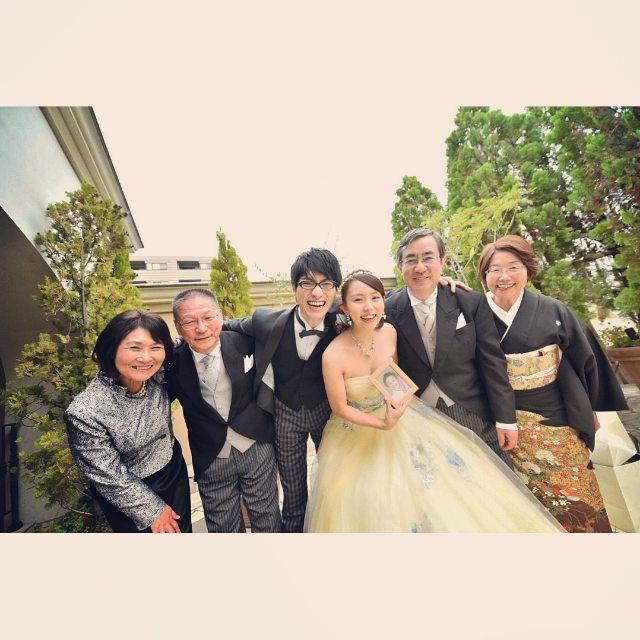 今日は横浜まで友人の結婚式の撮影 とってもいい顔の家族写真 二次会までとハードだったけど この顔見ると疲れもぶっ飛びます 笑 家族写真 横浜 Edetafactory アニヴェルセル 出田さんなら間違いないって言ってくれるのは嬉しい限り 明日は淡路島 結婚写真