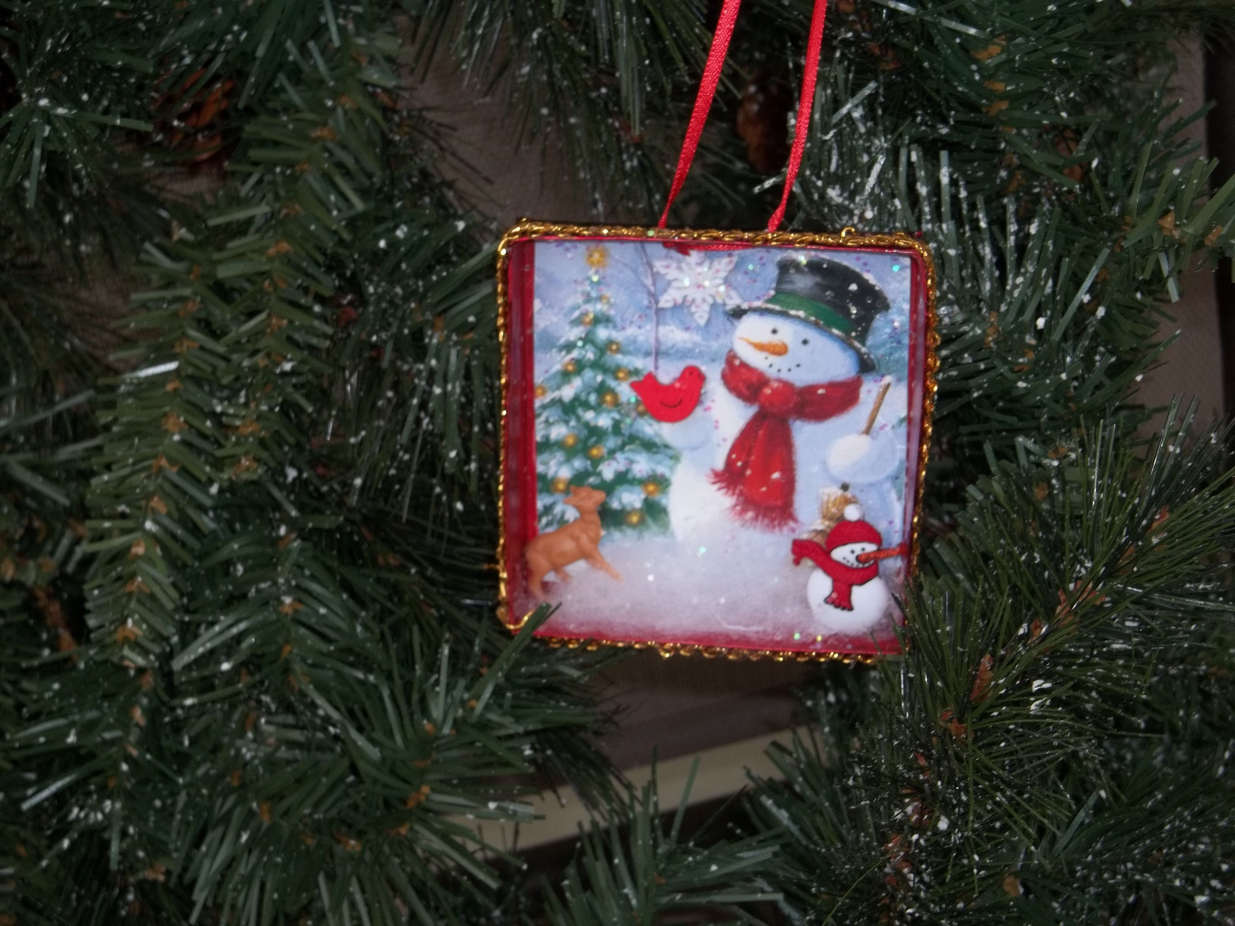 Diorama or shadow box Made using a jewelry box with a Christmas