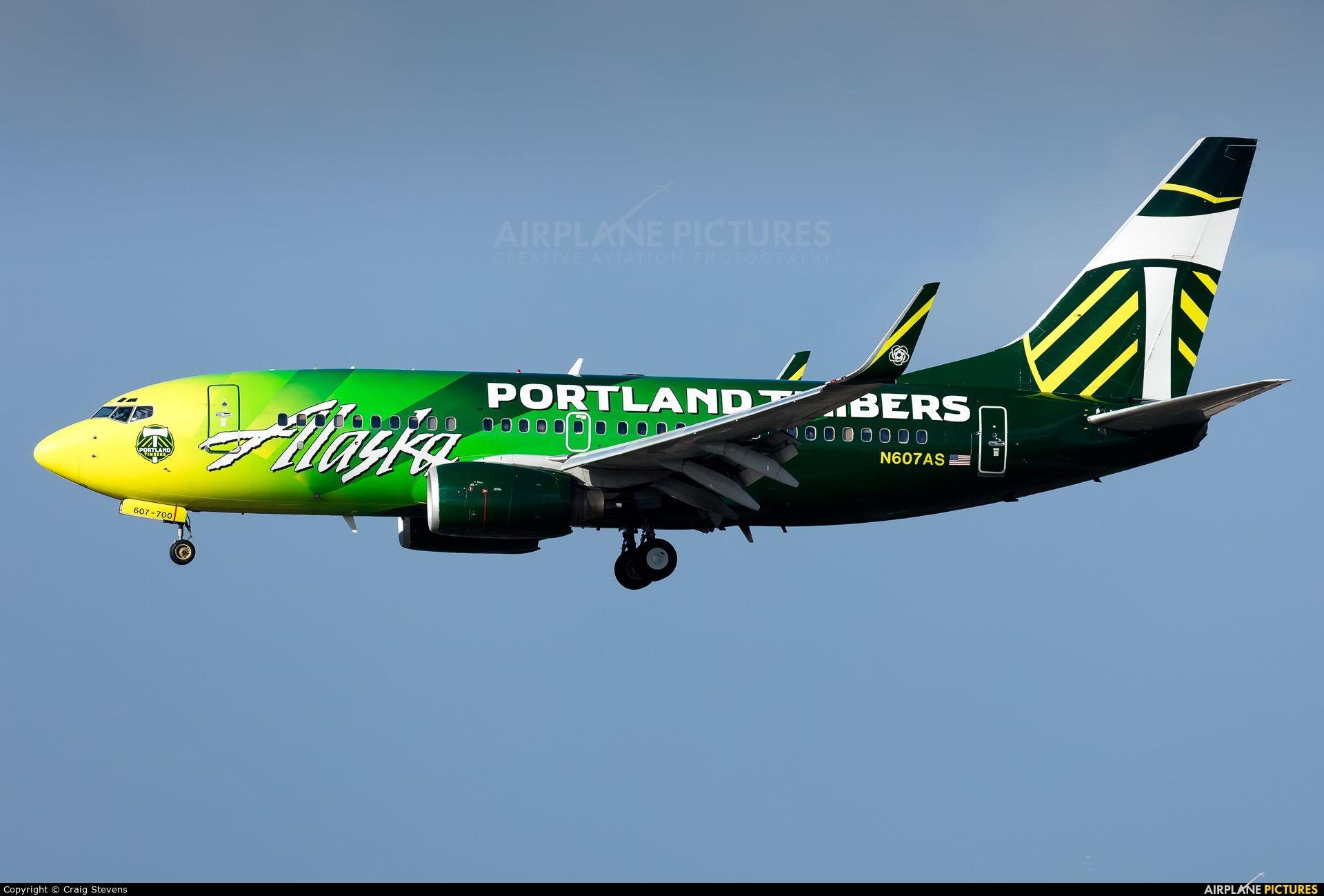 Alaska Airlines Boeing 737 700 photo by Craig Stevens