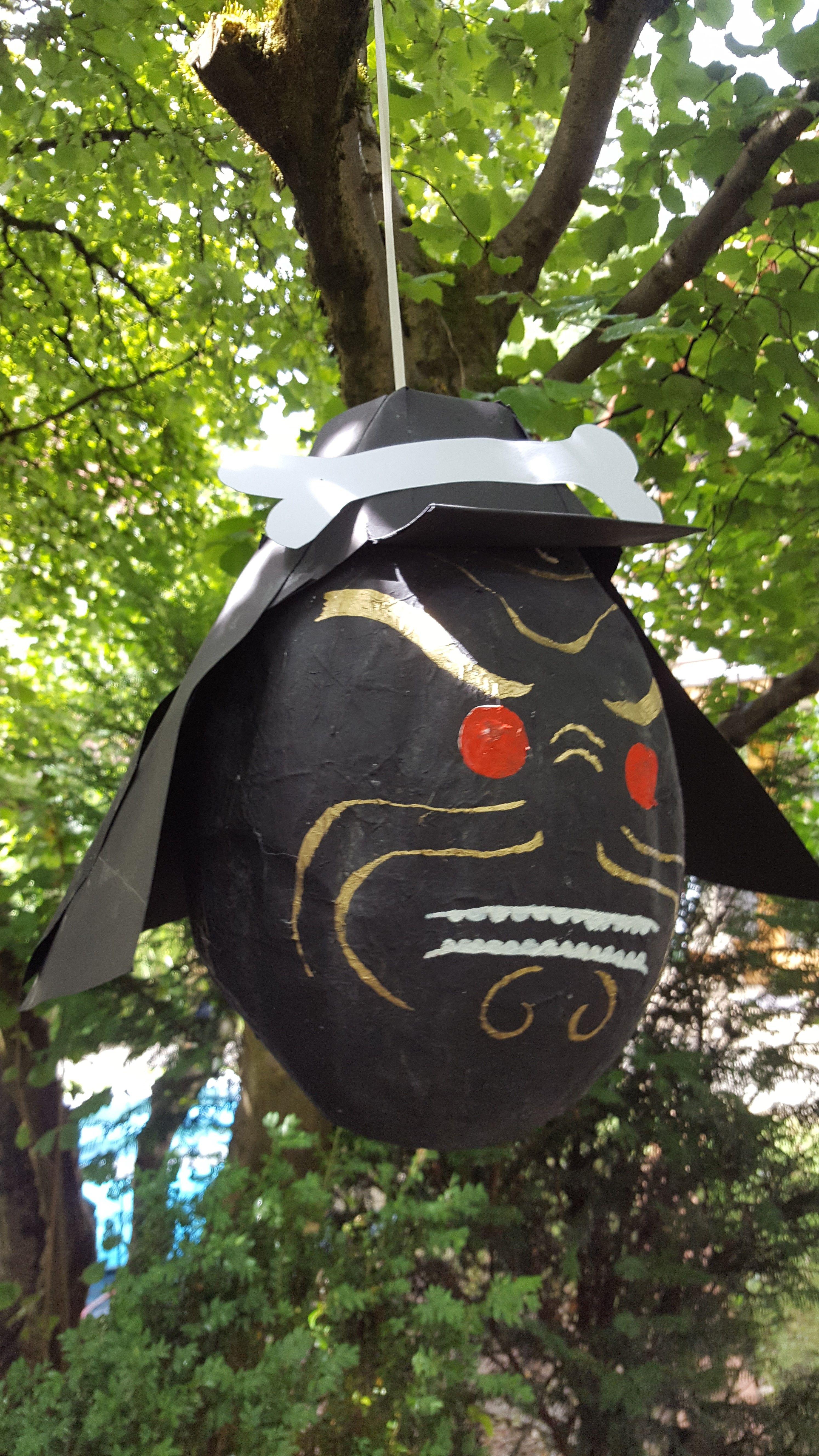Lord Garmadon Pinata DIY 1 Luftballon aufpusten 2 Mit Salatöl