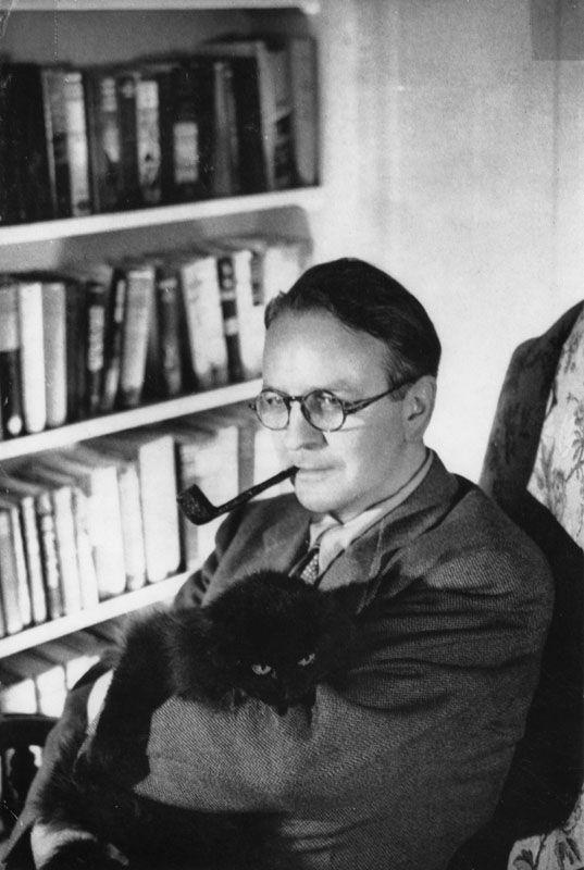 Raymond Chandler pets a kitty. Kitty!