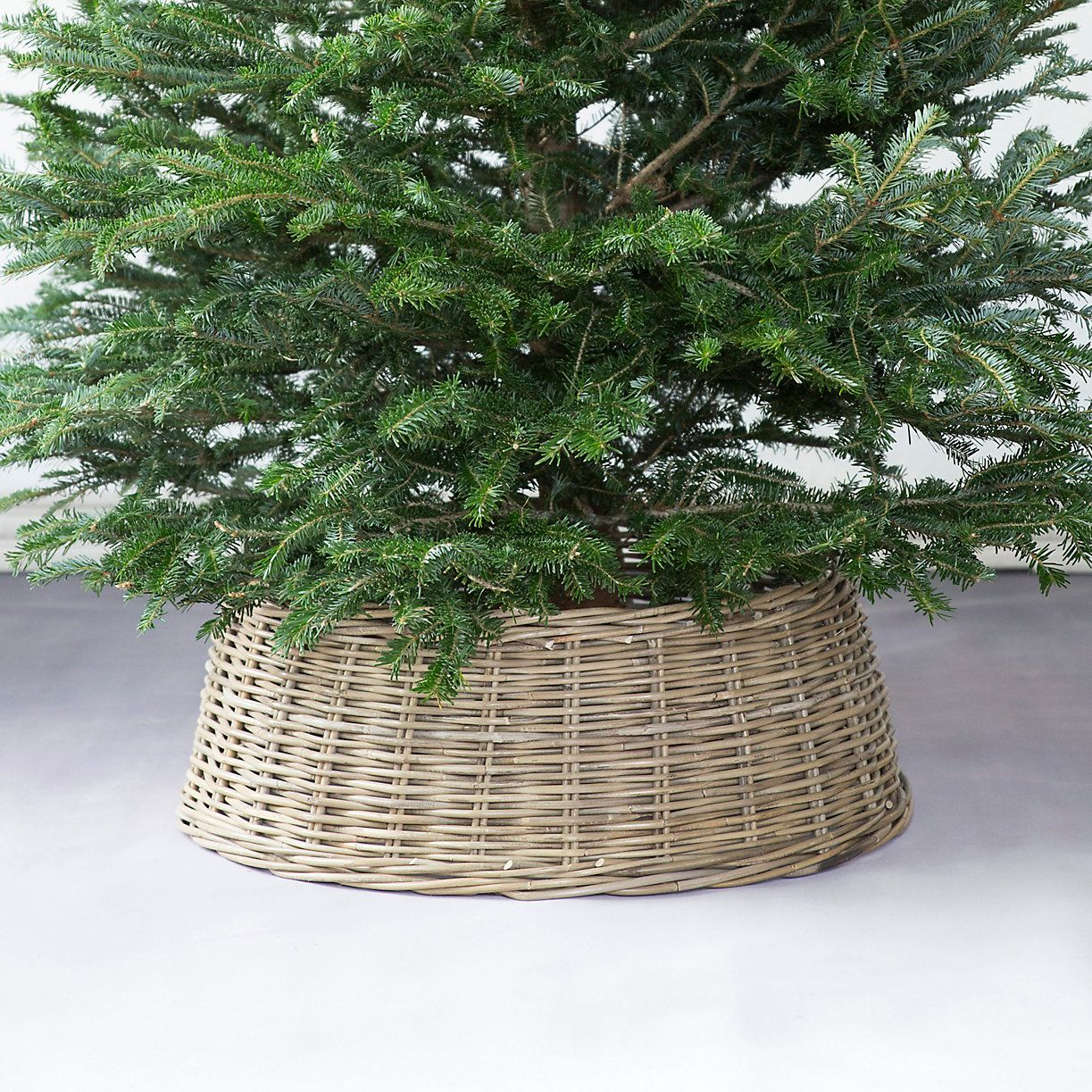 Complete your tree with this distinctive basket skirt
