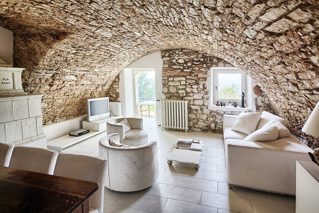 wandgestaltung wohnzimmer rustikal : Traumhaft Wohnen Am Gardasee Rustikales Wohnzimmer Rustikal Und