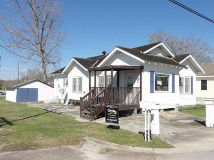 401 Sixth St Houma La 70364 Real Estate Century 21 54 900 Estate Agent Real Estate Real Estate Agent
