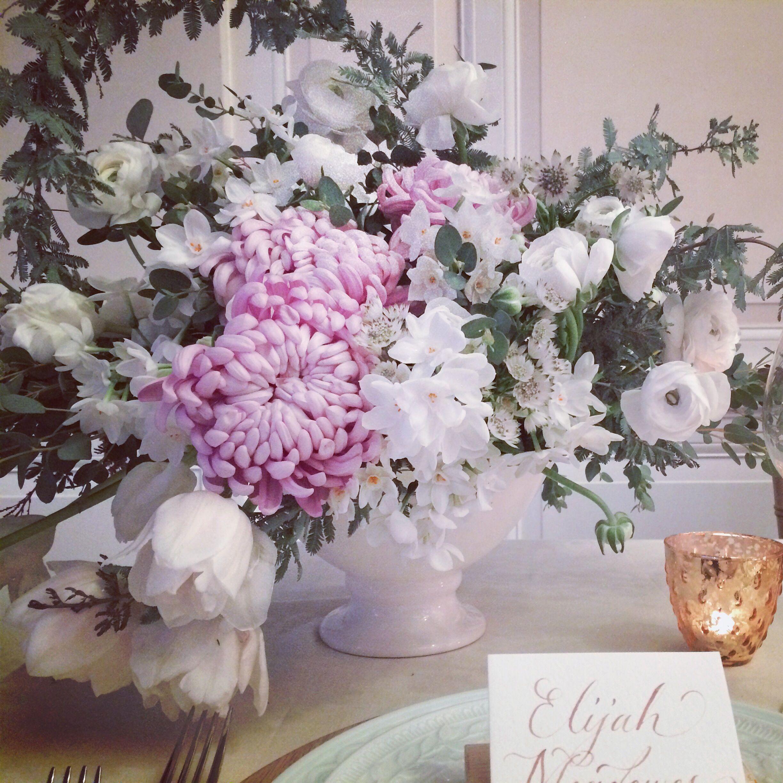 http://ruffledblog.com/modern-wedding-ideas-with-driftwood-details/