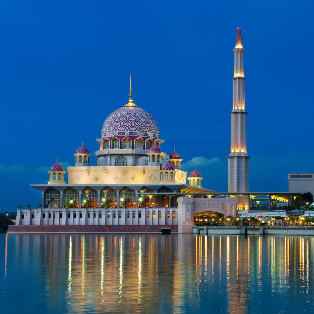 Night View Of A Mosque,KUALA LUMPUR, MALAYSIA Find Amazing