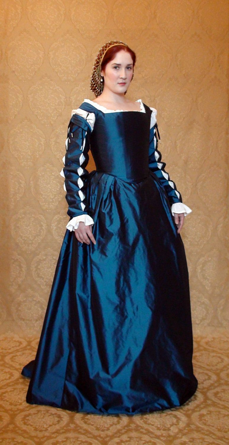 Eleanora of Toledo Renaissance Gown. $650.00, via Etsy ...