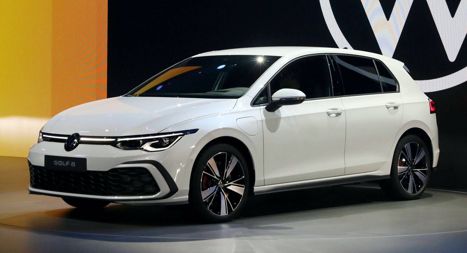 Vw Giving Canadian 2020 E Golf Customers 2 Years Of Free 30 Min Charges In 2020 Automotive News Ev Charging New Cars
