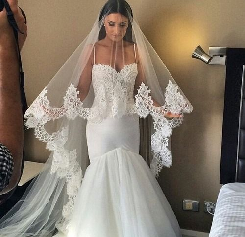 I M Not Into The Mermaid Style But The Veil O M G Want Bridal Veils And Headpieces Wedding Dresses Beautiful Wedding Dresses