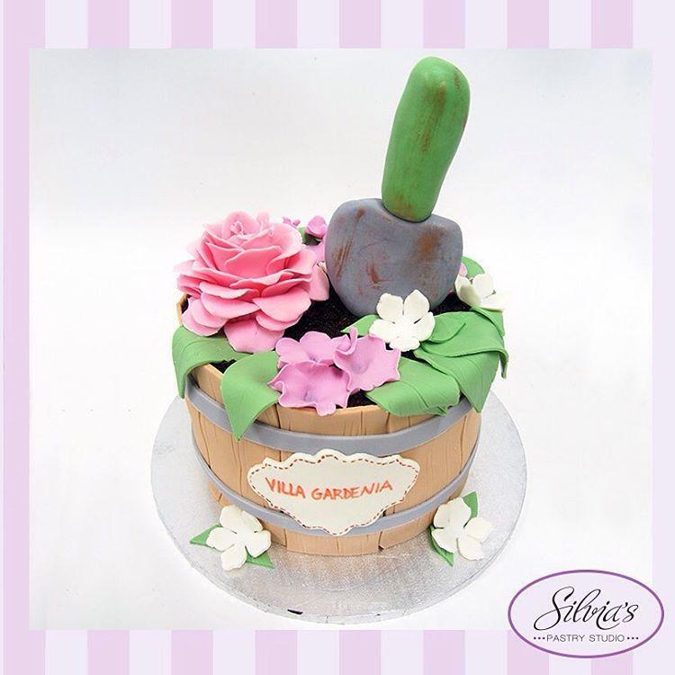 Torta Jardinería #tortajardinera #jadineria #gardeningcake #gardeningcakes #gardening #plantscake #tortajardin #fondant #fondantcake #silviaspastrystudio