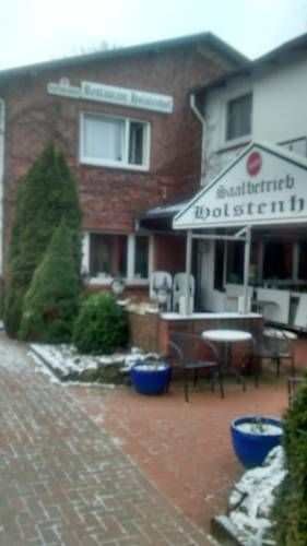 Holstenhof Schmalfeld Holstenhof is quietly situated in Schmalfeld. The hotel features free WiFi access and a spacious terrace.  Each of the rooms at the hotel comes equipped with a TV, seating area and a private bathroom with free toiletries.